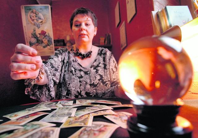 Wróżenie z kart, podobnie jak wszelkiego rodzaju horoskopy, cieszy się sporą popularnością
