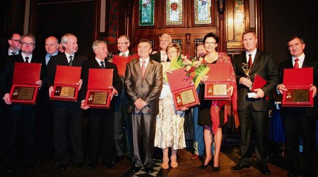 Laureaci tegorocznych nagród i wyróżnień w komplecie,  podczas uroczystej gali w Zameczku Myśliwskim w Promnicach