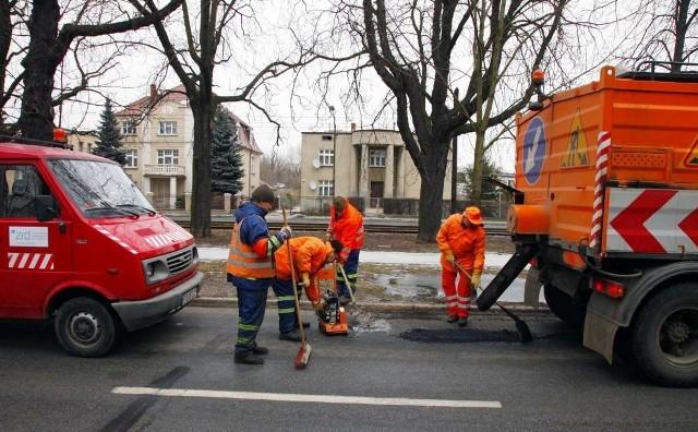 We wtorek dziury łatano między innymi na alei Wielkopolskiej