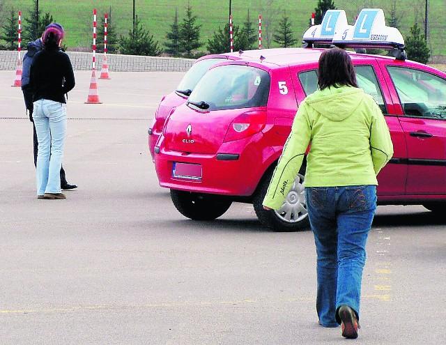 Zdający lepiej sobie radzą z jazdą po placu niż po mieście