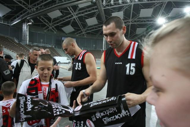 Marcin Salamonik podczas prezentacji przed nowym sezonem