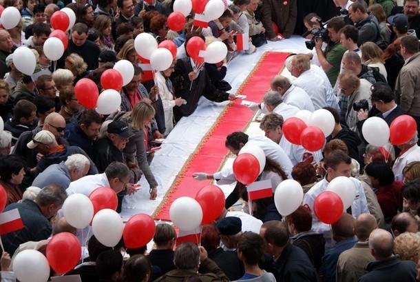 W 2011 roku można było spróbować w Poznaniu największego w Europie mazurka w biało-czerwonych barwach