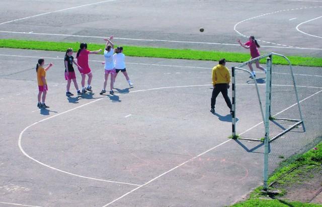 Wejście na stadion międzyszkolny jest zarezerwowane tylko dla zorganizowanych grup