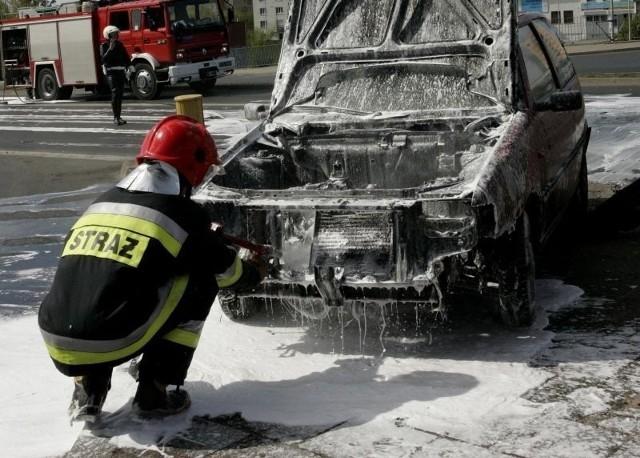 Na Matejki spłonęły trzy auta, na os. Kopernika - dwa