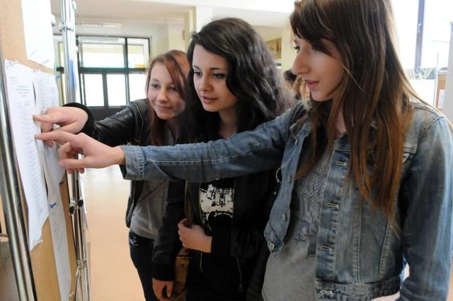 Dorota Maj, Ola Śliwińska i Janina Rygalik z Gimnazjum nr 12: - Egzamin to duży stres - mówiły