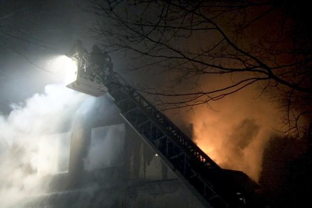 Łódź: płonie blok na ulicy Zbocze 12