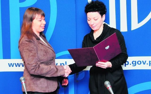Alicja Zboińska odbiera nagrodę w Warszawie