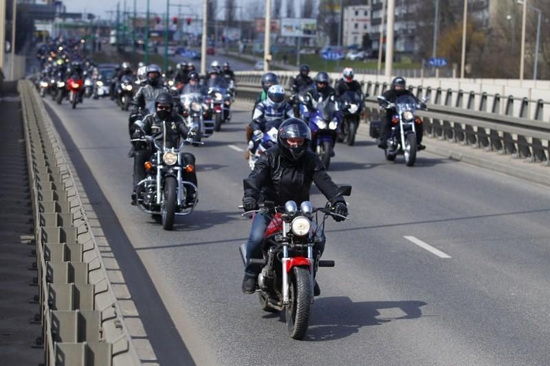 Parada motocykli w Poznaniu z okazji otwarcia sezonu.