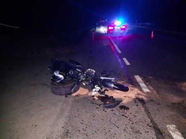 Motocyklista ze złamanymi żebrami został zabrany do szpitala