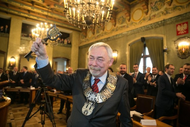 Prezydent Jacek Majchrowski otrzymał wotum zaufania od radnych. Przyjęto także jego sprawozdanie z wykonania budżetu za rok 2020 oraz absolutorium za rok 2020