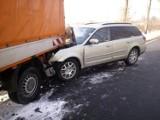 Wypadek w Czeladzi na DK 94. Samochód zderzył się z pługiem. Ogromne utrudnienia przy M1
