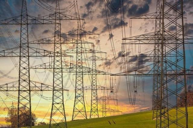 """Wyłączenia prądu w Toruniu i regionie. Sprawdź najnowsze informacje o planowanych przerwach w dostawie energii elektrycznej, które przekazała Energa. Oto szczegóły na najbliższe dni dla Torunia i województwa kujawsko-pomorskiego.  CZYTAJ DALEJ >>>>>  Zobacz także:   500 zł za łamanie nakazu zakrywania ust i nosa. W Toruniu będą kontrole  300 plus. Rusza program """"Dobry start"""". Od kiedy składanie wniosków o tegoroczne wypłaty na szkolną wyprawkę?"""