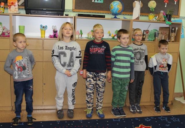 30 września ucziowie SP w Perzynach świętowali. W klasie II a jest sześciu chłopców Fot. Dorota Michalczak