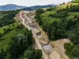 Oto jak przebiega budowa S1 w Beskidach. Utrudnienia dla kierowców i mieszkańców w Węgierskiej Górce. Zobacz aktualne ZDJĘCIA.