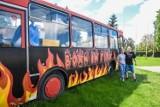 Gm. Szamotuły. W Przecławiu stacjonuje niezwykły autobus. Wypiekają w nim wyjątkową pizzę!
