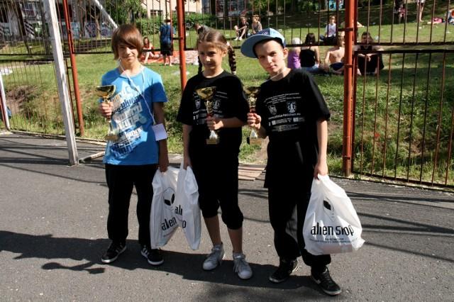 Zwycięzcy w kategorii dzieci. Od lewej - Krzysztof Dydak (I miejsce), Oliwia Maciejewska (II m-ce), Kamil Niedziałkowski (III m-ce). Oliwia i Kamil przyjechali z Gozdnicy.