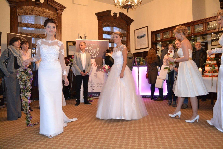 054b140ac9 Podczas targów można było zapoznać się z aktualną modą ślubną  a href