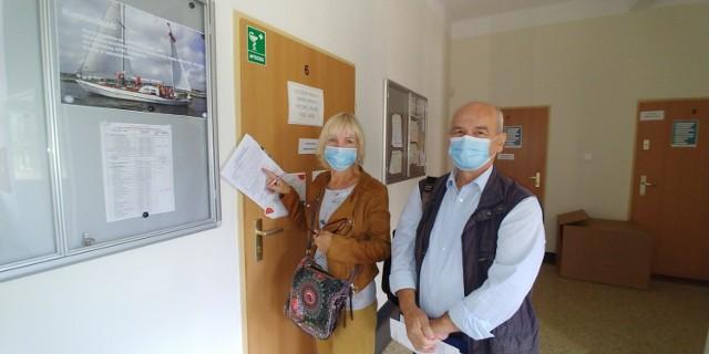 Studenci uniwersytetu, pani Anna i pan Andrzej, przyszli się zapisać na zajęcia