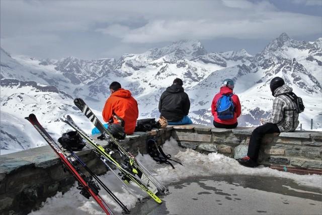 Sezon narciarski 2020/2021. Czy Polacy wyjadą na narty za granicę? Czy w tym roku miłośnicy białego szaleństwa będą mogli wyjechać za granicę?  Zobacz kolejne zdjęcia. Przesuwaj zdjęcia w prawo - naciśnij strzałkę lub przycisk NASTĘPNE