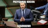 """Minister Czarnek walczy z otyłością wśród dzieci. """"Przyganiał kocioł Czarnkowi"""". MEMY"""