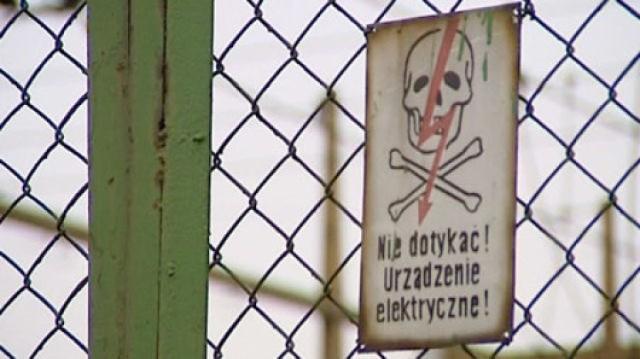 Śmiertelnie porażony prądem został pracownik zewnętrznej firmy, która wykonywała prace konserwatorskie na terenie Radiowego Centrum Nadawczego w Solcu Kujawskim.