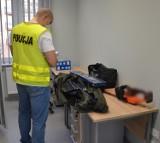 Okradał piwnicę w Pruszczu Gdańskim. Na gorącym uczynku zatrzymali go policjanci. 21-latek usłyszał zarzuty