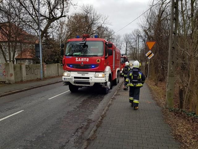 Pożar domu w Katowicach. Na dachu pojawił się ogień