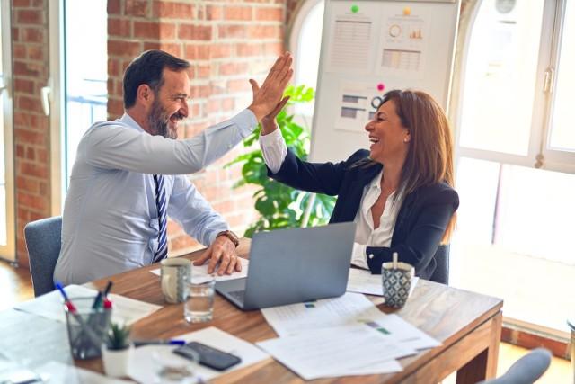 Co sprawia, że w firmie czuje się dobrą atmosferę? Oto najczęściej powtarzające się odpowiedzi, wśród pracowników, którzy mają za sobą dobre i złe doświadczenia zawodowe.