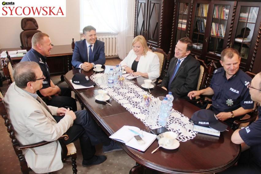 Syców: Podpisali akt notarialny darowizny działki pod komisariat