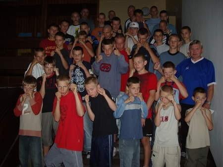 Już od niedzieli 35 młodych bokserów z Pomorza, w tym 9 chojniczan, trenuje na obozie w Sobieszewie.