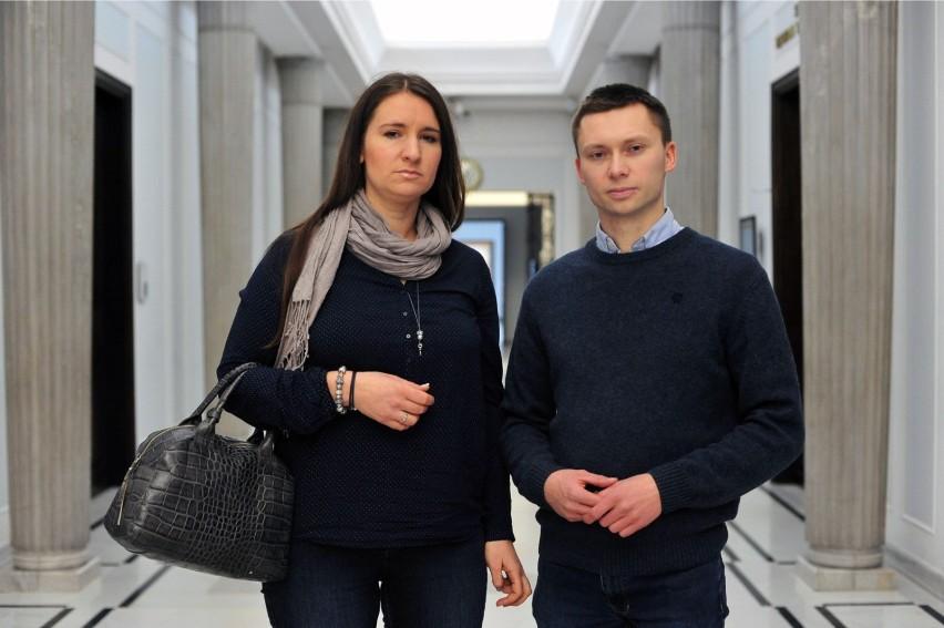 Karolina i Tomasz Elbanowscy są przeciwi promocji szczepień...