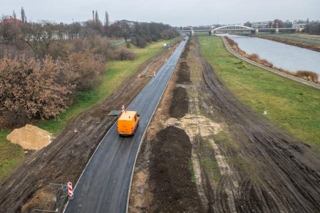 W październiku rozpoczęła się budowa odcinka nowego odcinka Wartostrady - pomiędzy mostem Królowej Jadwigi a parkiem w Starym Korycie Warty. Odcinek będzie miał długość 1,3 km - oprócz ławek i koszy na śmieci, powstanie na nim także punkt zliczający przejeżdżających rowerzystów. Budowa ma zakończyć się do marca 2020 r.   Zobacz zdjęcia z budowy ----->