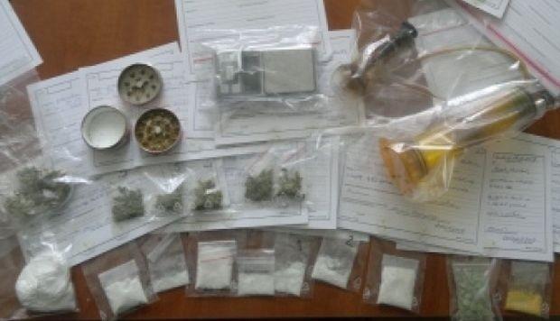 Biała Podlaska: Narkotyki w mieszkaniu poszukiwanego 29-latka
