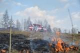 Pożar trawy w Rekowie udało się szybko opanować. Strażacy apelują: Nie wypalaj trawy!