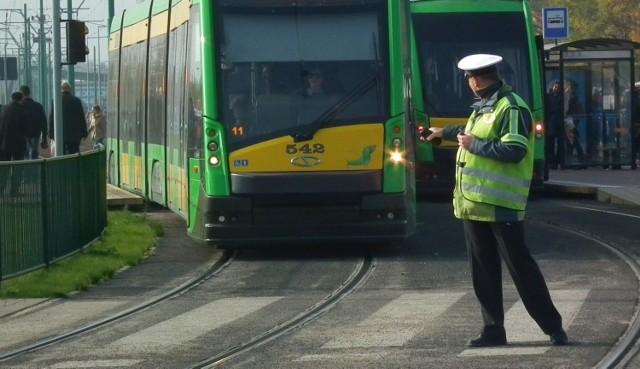 Od rana tramwaje linii nr 1, 5 i 17 kursują objazdami.