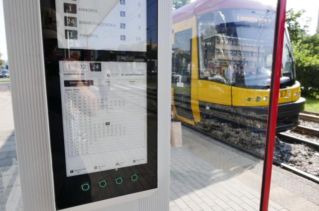 W Warszawie działa już pierwszy e-rozkład jazdy. Wkrótce powstaną kolejne