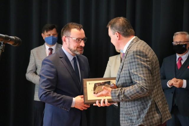 Nagrody wręczał Tomasz Urynowicz, wicemarszałek województwa małopolskiego
