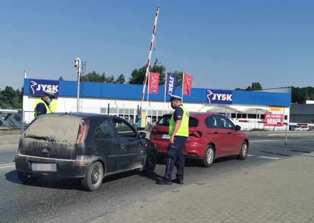 Policjanci z Brodnicy i pracownicy kolei sprawdzali, czy kierowcy i piesi uważają na przejazdach kolejowych