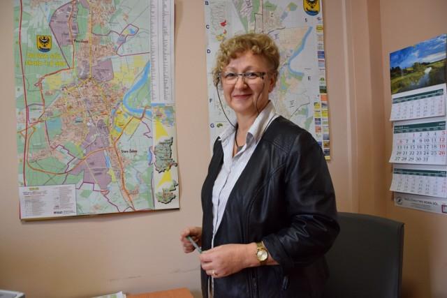 Na emeryturę odchodzi Ewa Staruch -  prawdziwy fachowiec, ekspert od budowy dróg, a także przemiła kobieta z pięknym uśmiechem. Zobacz zdjęcia pani Ewy.