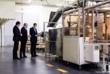 Wadowice. Premier Mateusz Morawiecki przyjechał do fabryki jednego z najbogatszych Polaków. Mówił o nowych obostrzeniach AKTUALIZACJA