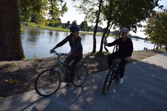Ścieżka pieszo-rowerowa służy gorzowianom już prawie 20 miesięcy.