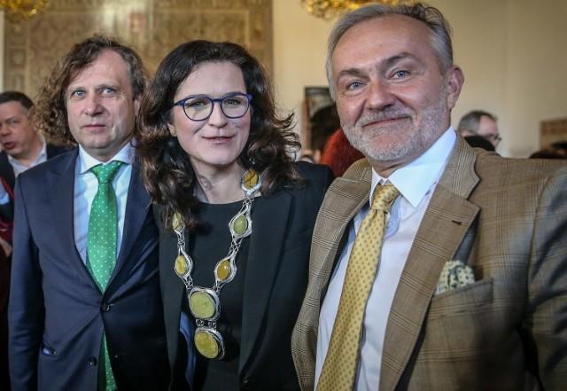 Prezydent Gdyni Wojciech Szczurek (z prawej) w towarzystwie prezydent Gdańska Aleksandry Dulkiewicz i prezydenta Sopotu Jacka Karnowskiego. Samorządowcy z tych dwóch sąsiednich miast także nie chcą zgodzić się na żądania Poczty Polskiej.