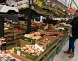 Biedronka nieuczciwie zarabiała kosztem dostawców owoców i warzyw. Dostała 723 mln zł kary