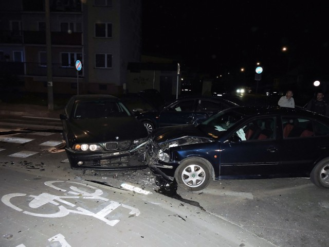 Wszystkie trzy auta zostały tak rozbite, że trzeba było je odholować.