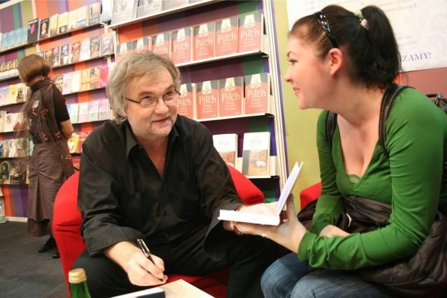 Jerzy Pilch na Krakowskich Targach Książki w 2007 roku