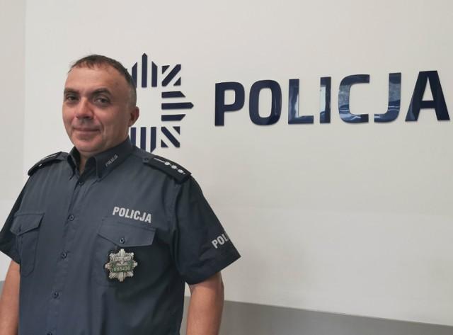 St. asp. Wojciech Panek, dyżurny Komendy Powiatowej Policji w Brodnicy uratował tonącego wędkarza