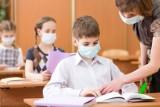 Nauczyciele chcą szczepień, a nie testów! Przestrzegają, że to wydłuży naukę zdalną