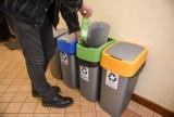 Opłata za śmieci ograniczona, możliwe trzy kosze na śmieci zamiast pięciu. Nowe prawo z podpisem prezydenta