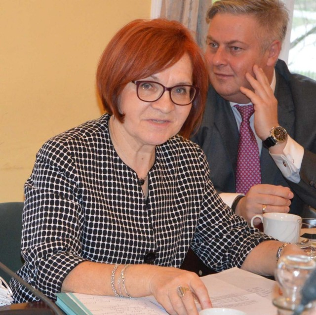 Radna Zofia Wielemborek (Łączy Nas Łowicz) w czwartek (29 października) tego roku na sesji Rady Miejskiej w Łowiczu złożyła w wniosek w sprawie wyrażenia przez lokalny samorząd sprzeciwu dotyczącego zaostrzenia prawa aborcyjnego w Polsce