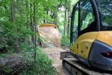 Trwają prace przy budowie ścieżek rowerowych w gminie Wolbrom. Termin zakończenia prac to październik 2021. Zobaczcie postęp na zdjęciach